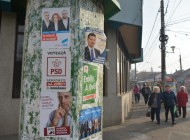 Campania e-n toate! Afişele plătite pe spaţiile Primăriei au fost date jos prematur şi înlocuite cu cele electorale (FOTO)
