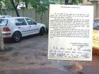 """Lecţia de parcare: Un universitar își """"rezervă"""" locul de parcare într-un mod inedit (FOTO)"""