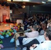 """BIBILEALĂ.  Gala premiilor lui Bihorel a avut şi un decor pe măsură. De """"branduială"""" şi """"stickereală"""" s-au ocupat Cristian Braghină şi Diana Lele"""